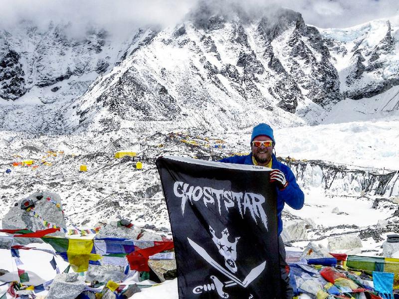 GhoststarCorp-Fknhard-Magazine-Mount-Everest-Flag