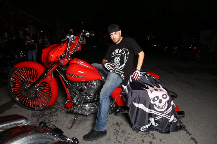 Cartel Baggers Red Bike