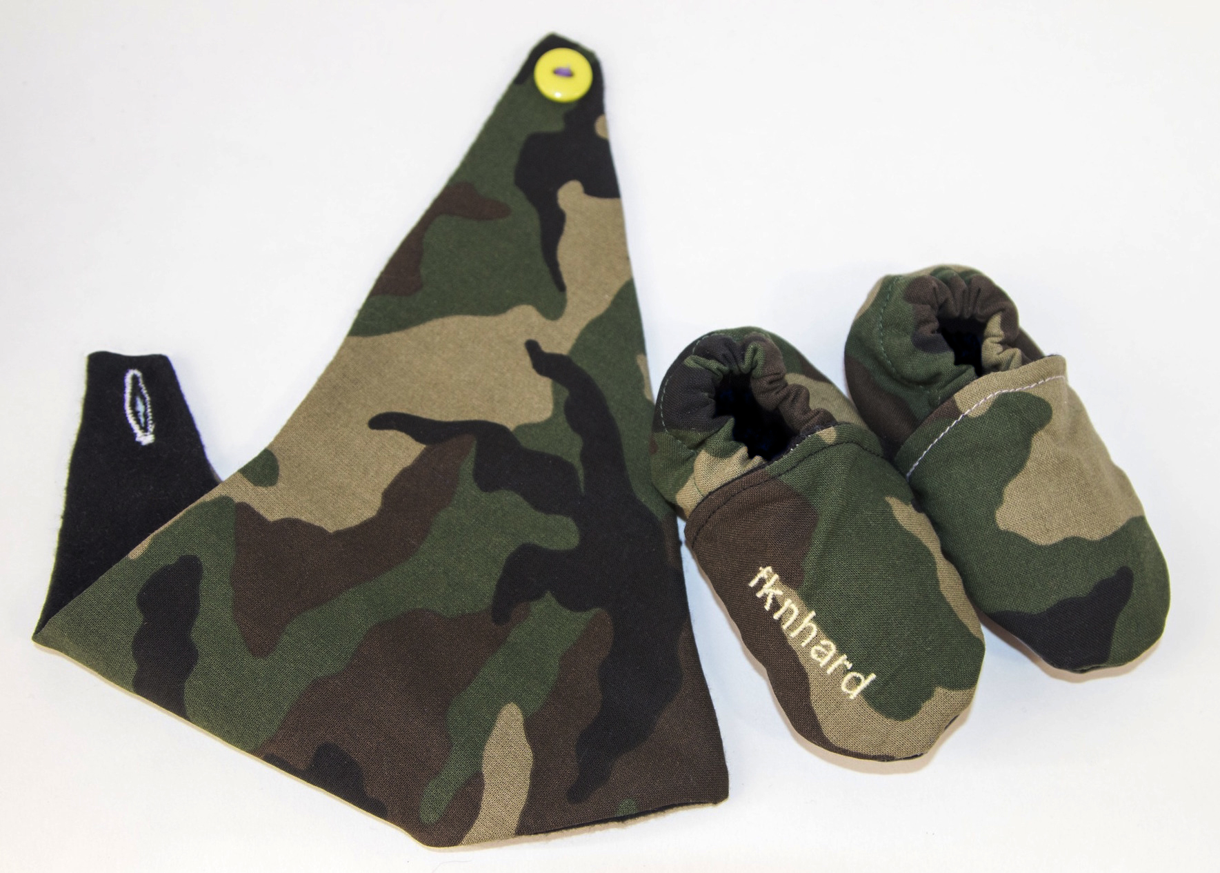 just-momo-baby-fknhard-magazine-toddler-camouflage-bib-camo-booties-embroidery-woodland-baby-gear-hankerchief-baby-shoes-slippers-naty-calle