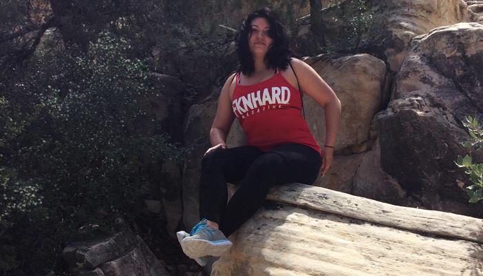fknhard-magazine-red-rock-las-vegas-nevada-hiking-mountain-sitting-resting-climbing-trail-runner-hike-valentina-zuniga-red-tanktop-shirt-cliff-bushes-blue-skies-rattlesnake-feather-rally-desert